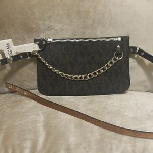 📍Michael Kors XL belt bag with chain